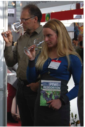 Georg Forster und Karoline Terleth bei der PWI Weinverkostung